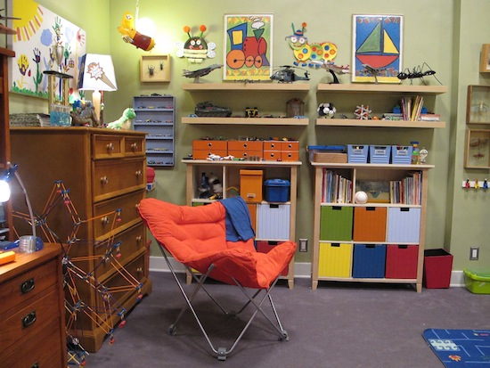 Primary-colored-artwork-shelving-systems-point-Max-age
